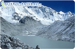 Himalaya. Lago glaciale d'alta quota.