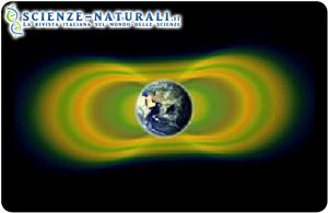 Due fasce di radiazioni, note come fasce di Van Allen, che circondano la Terra, sono state scoperte nel 1958. Nel 2012,le osservazioni delle sonde Van Allen hanno dimostrato che talvolta può apparire una terza fascia. In giallo viene qui raffigurata la radiazione, in verde lo spazio tra le fasce. (fonte: NASA. Goddard Space Flight Center)