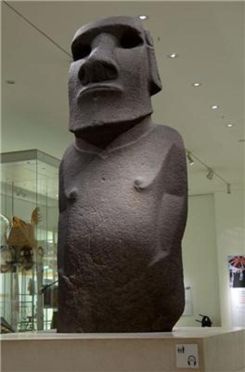 La statua di Hoa Hakananai'a al British Museum.
