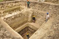 Antiche fondamenta rinvenute al di sotto della piattaforma A-24 di Ceibal, in Guatemala   (fonte:Takeshi Inomata).