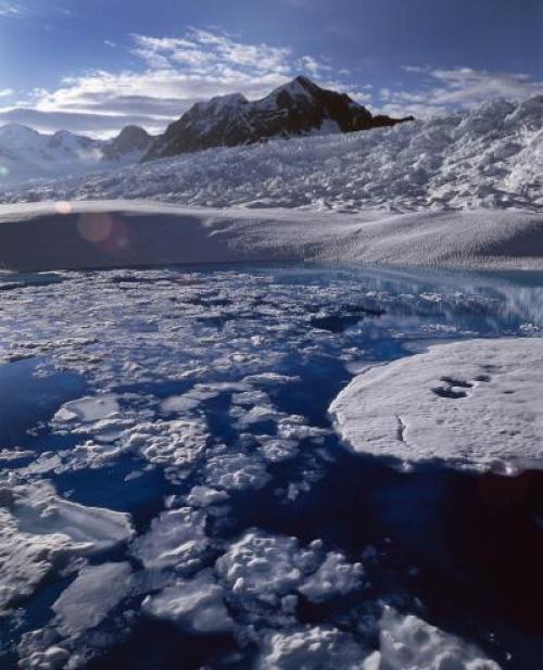 Nel periodo 2003-2009 lo scioglimento del ghiacciaio Columbia in Alaska e di altri ghiacciai nel mondo hanno contribuito all'innalzamento globale del livello dei mari tanto quanto la fusione della calotta di ghiaccio della Groenlandia insieme alla regione antartica (fonte: University of Colorado)