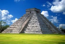 """Tempio Maya di Kukulcan a Chichen Itzà (Messico, nord penisola dello Yucatan. L'edificio è noto anche come """"El Castillo""""  (fonte: Wikipedia)"""