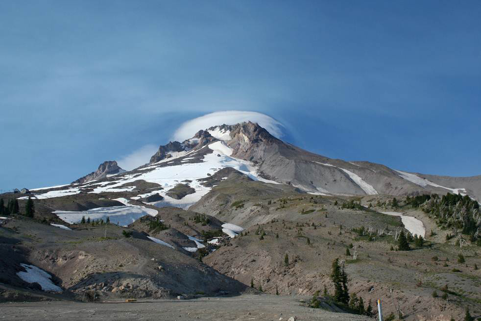 Il Mount Hood nelle Oregon Cascades non ha una storia altamente esplosiva (credit: Alison M Koleszar)