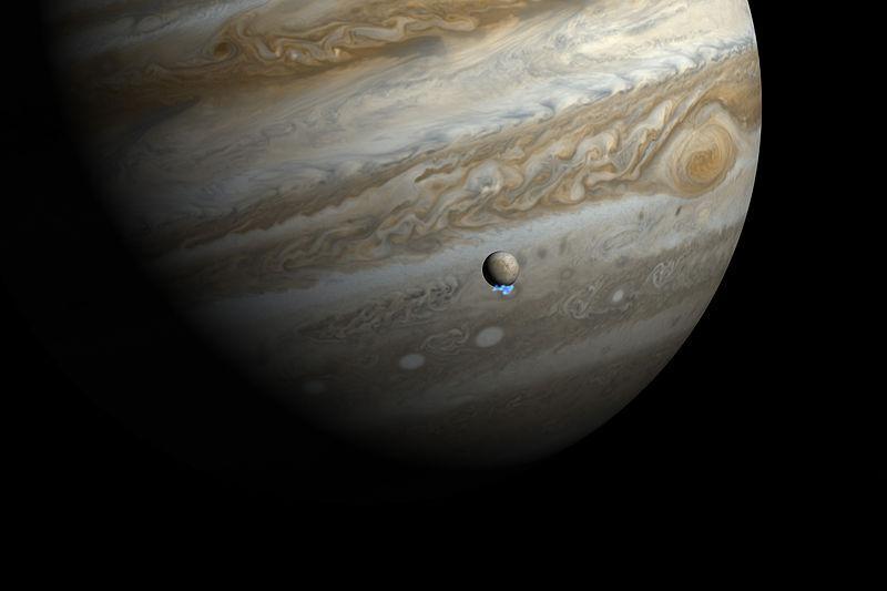 Il satellite gioviano Europa ha oceani di acqua sotto una  crosta di ghiaccio. (Fonte Wikicommons)