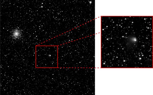 La cometa 67P/Churyumov-Gerasimenko vista il 30 aprile scorso da Rosetta. Il nucleo della cometa è di circa 4 km, mentre la chioma si estende già per più di 1300 km.