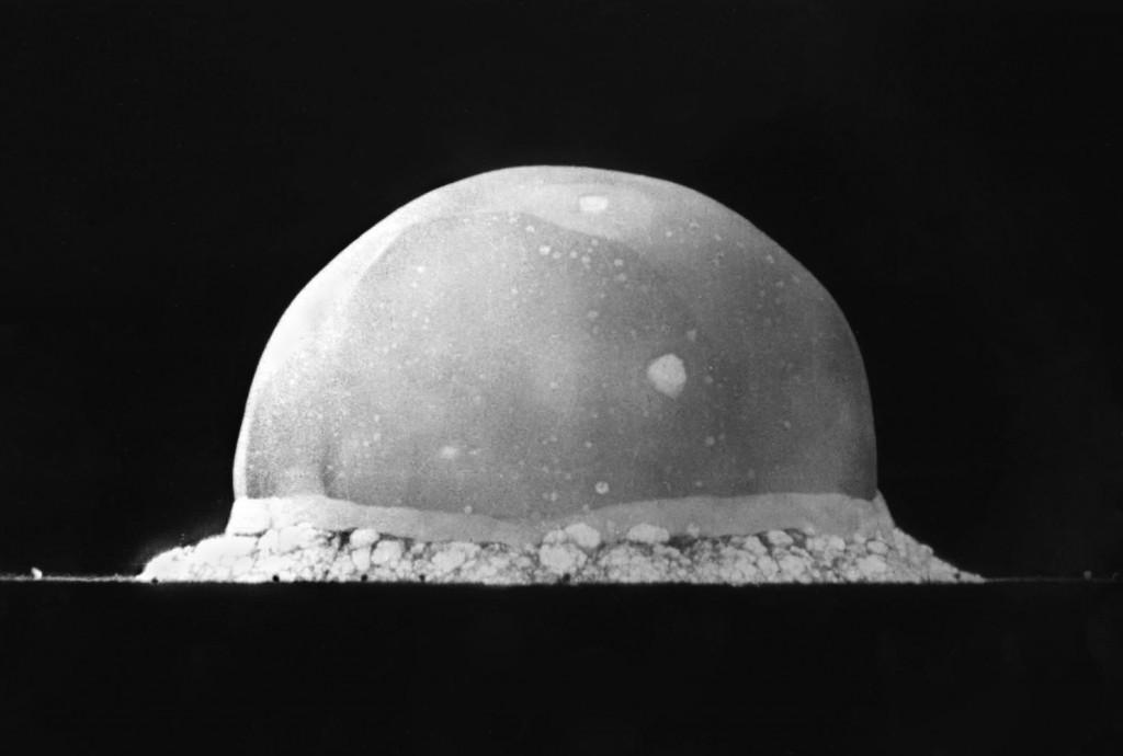 L'esplosione di Trinity 0,016 secondi dopo la detonazione. La palla di fuoco aveva una larghezza di 200 metri (fonte: Wikipedia)