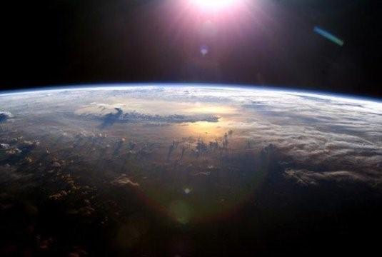 Vista dell'atmosfera terrestre ripresa dalla Stazione spaziale internazionalenel 2003, (credit: ISS Expedition 7 Crew, EOL, NASA).